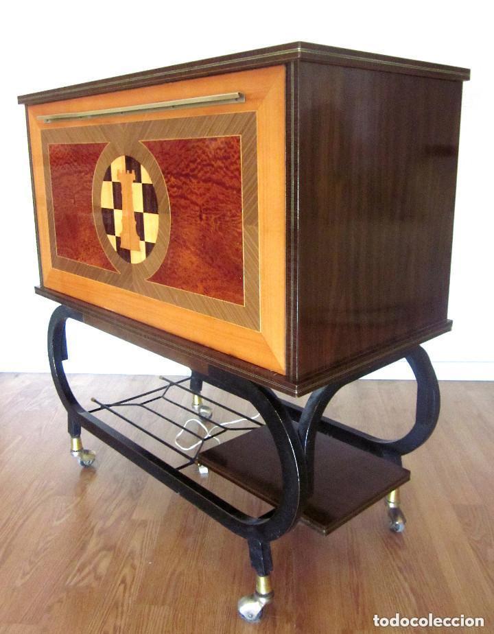 Excepcional mueble bar madera marqueteria ajedr comprar for Recoger muebles