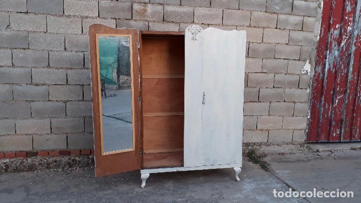 Bonito armario estilo provenzal color blanco mu comprar for Roperos antiguos restaurados