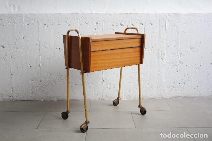Mueble costurero mesita auxiliar con ruedas a vendido for Mueble costurero
