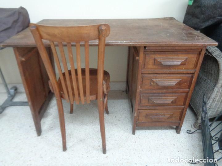 Escritorio antiguo de madera con silla comprar muebles for Sillas de escritorio de madera