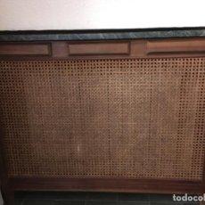 Vintage: CUBRERRADIADOR CON REJILLA Y TAPA DE MÁRMOL. Lote 111700123