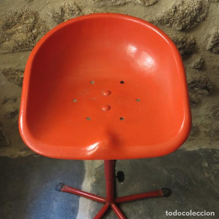 Vintage: Silla vintage de hierro con asiento de tractor. 1950 - 1959 - Foto 5 - 111795999