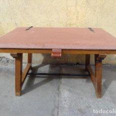 Vintage: ANTIGUA (AÑOS 60 RETRO VINTAGE) RARA Y BONITA OTOMANA-MALETERO BUENA MADERA DE NOGAL. COMPLETA Y BU. Lote 116652711