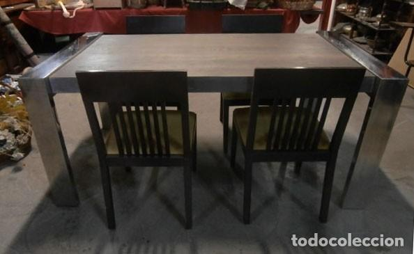 MESA EXTENSIBLE DE COMEDOR CON PATAS DE ACERO + 4 SILLAS TAPIZADAS