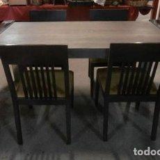 Vintage: MESA EXTENSIBLE DE COMEDOR CON PATAS DE ACERO + 4 SILLAS TAPIZADAS. Lote 119794335