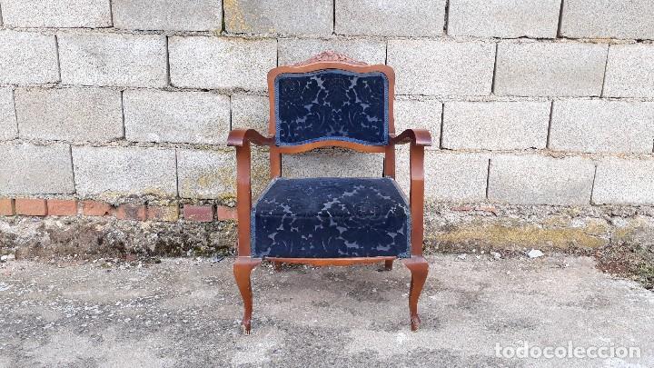 Vintage: Silla descalzadora antigua retro vintage, tapizado azul. Butaca sillón descalzador antiguo - Foto 2 - 121482263