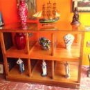 Vintage: VITRINA APARADOR DE MADERA CON RUEDAS ORIGINAL Y ARTESANAL. Lote 122524531