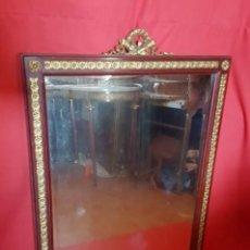 Vintage: ESPEJO BISELADO CON MARCO DE MADERA CON COPETE.. Lote 125960339