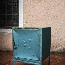 Vintage: TAQUILLA ARMARIO MUEBLE MESILLA CAJONERA INDUSTRIAL, TRANSPORTE GRATIS COMUNIDAD DE MADRID.. Lote 126774615