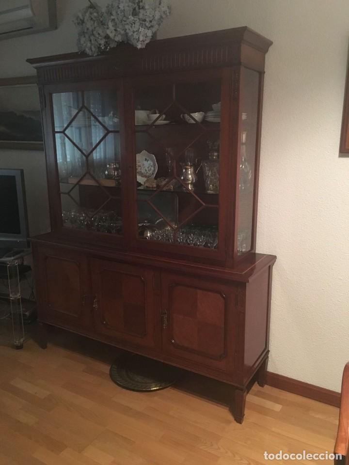 aparador vitrina y mesa comedor con sillas - Kaufen Vintage-Möbel in ...