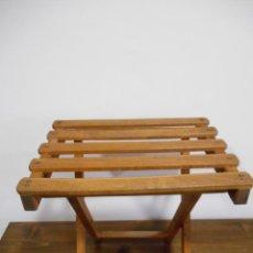 Vintage: ANTIGUA SILLA - BANQUETA PLEGABLE EN MADERA DE ROBLE . Lote 128623739