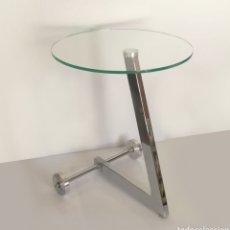 Vintage: ORIGINAL MESA DE DISEÑO AÑOS 60S ROUND GLASS AND CHROME WHEELED SIDE TABLE. Lote 130481342