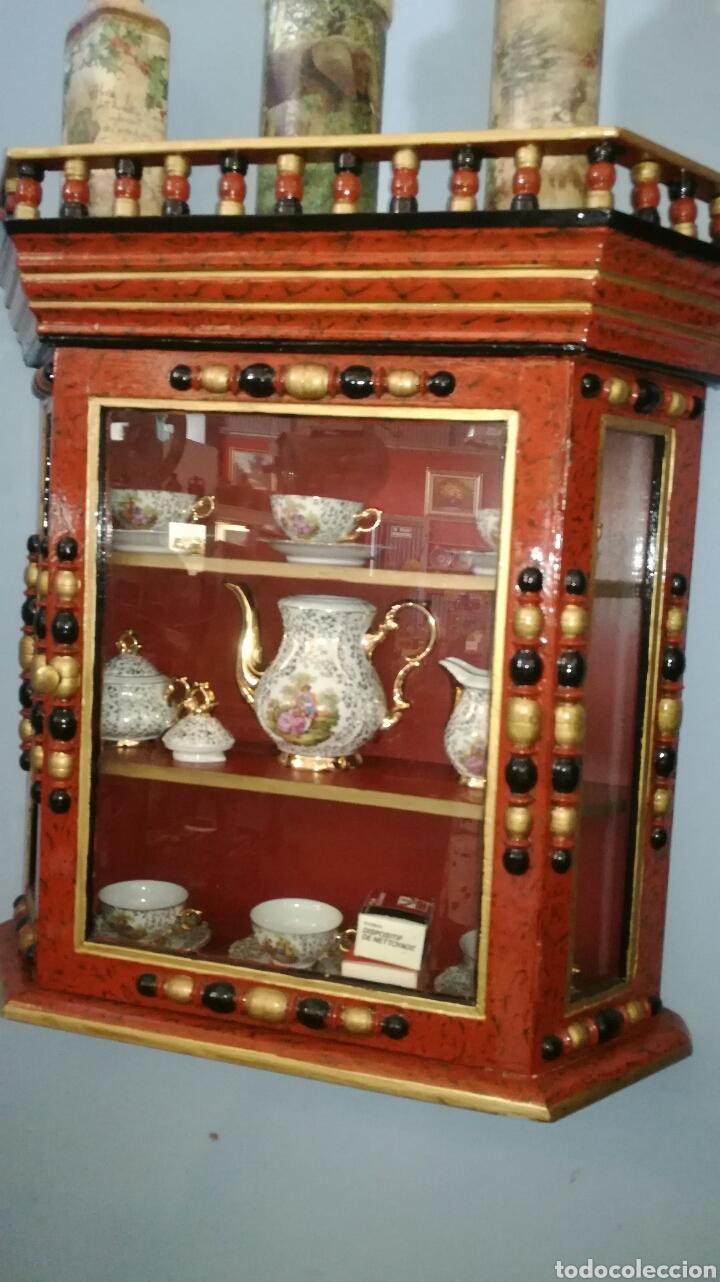VITRINA DE MADERA MUY BONITA Y RESTAURADA (Vintage - Muebles)