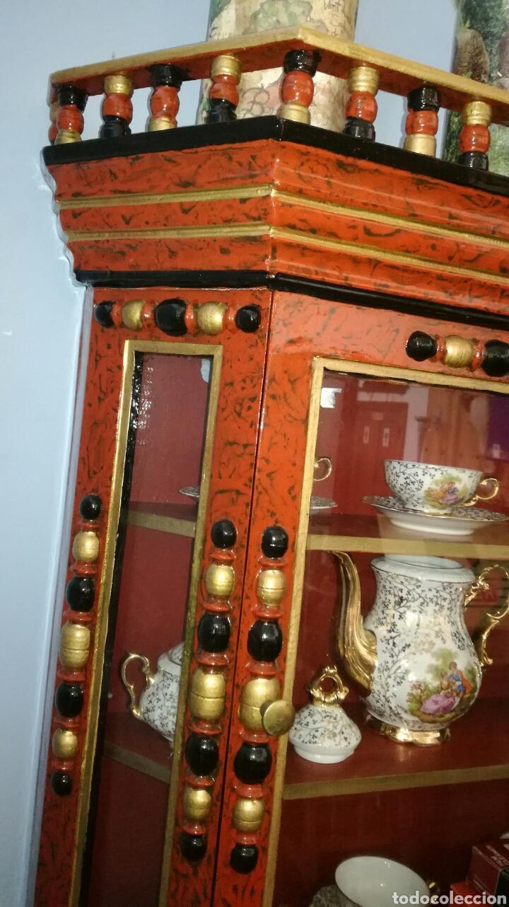 Vintage: Vitrina de madera muy bonita y restaurada - Foto 2 - 130497067