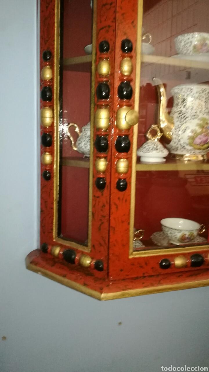 Vintage: Vitrina de madera muy bonita y restaurada - Foto 3 - 130497067