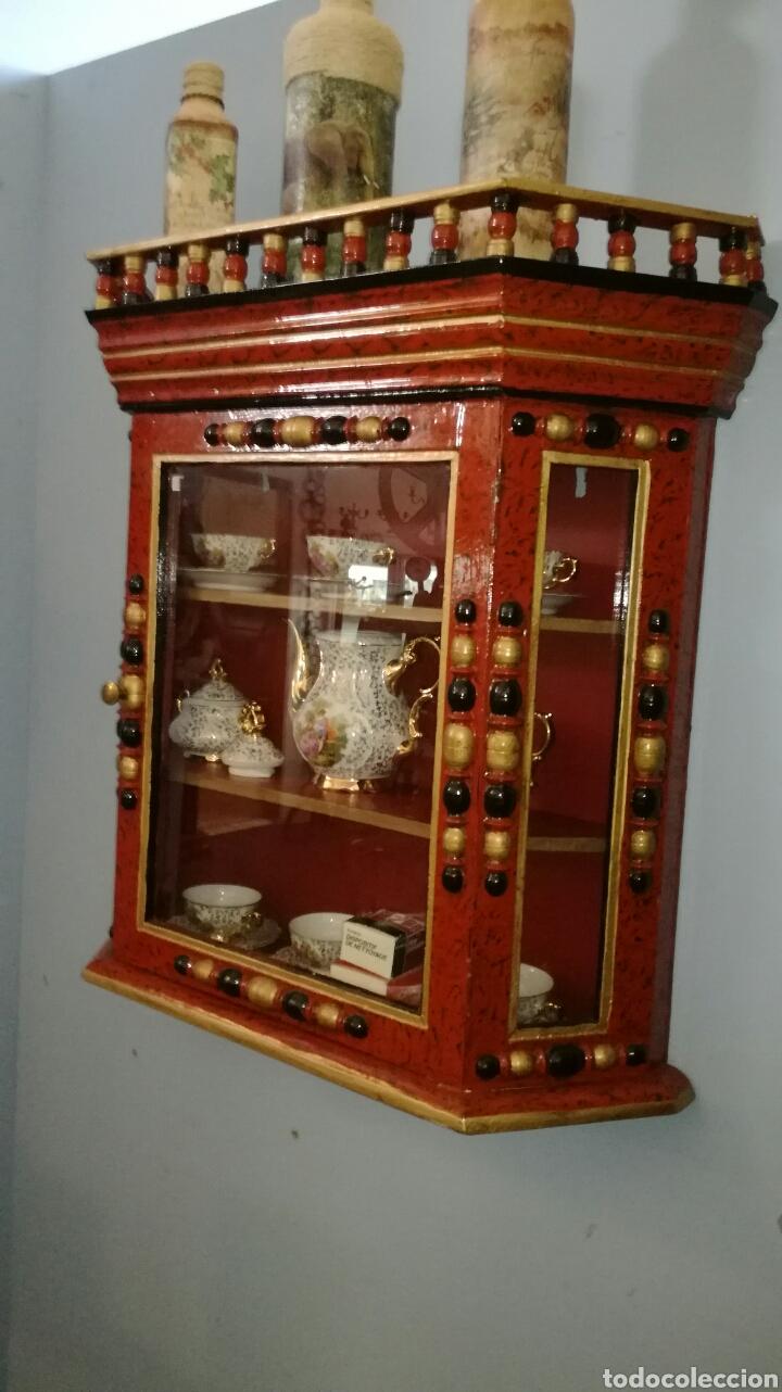 Vintage: Vitrina de madera muy bonita y restaurada - Foto 5 - 130497067