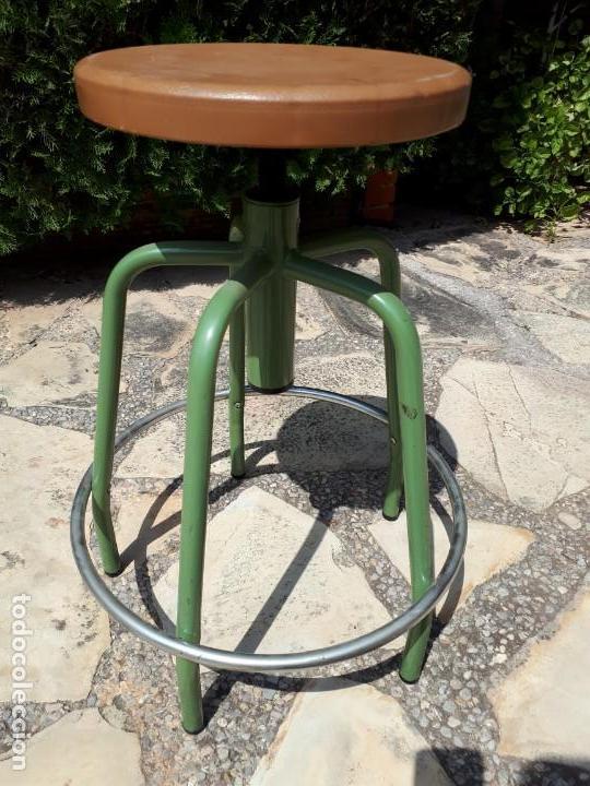 Vintage: Taburete de Taller o Laboratorio. Años 70s. Asiento regulable en altura. - Foto 2 - 130771580
