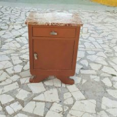 Vintage: MESITA DE NOCHE. Lote 131431095