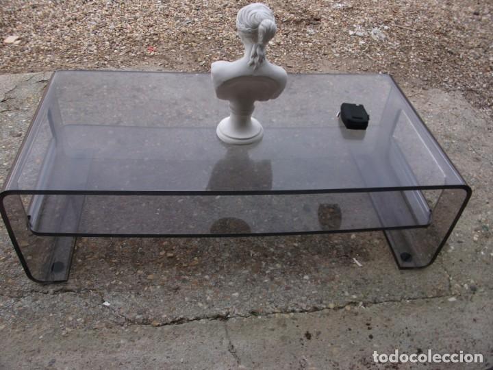 Vintage: Mesa de centro en metacrilato color oscuro balda inferior algo rallada medida 120 X 60 X 34 altura - Foto 2 - 134857986