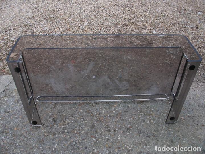 Vintage: Mesa de centro en metacrilato color oscuro balda inferior algo rallada medida 120 X 60 X 34 altura - Foto 3 - 134857986