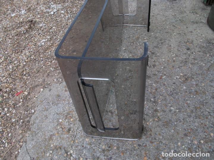 Vintage: Mesa de centro en metacrilato color oscuro balda inferior algo rallada medida 120 X 60 X 34 altura - Foto 4 - 134857986