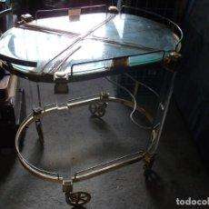 Vintage: MESA CAMARERA CON RUEDAS METACRILATO METAL DORADO 2 BALDAS CRISTAL MEDIDA 67 X 50 CM. ALTURA 67 CM.. Lote 134861210