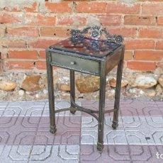 Vintage: MESITA AUXILIAR ANTIGUA DE METAL, MESILLA DE DORMITORIO METÁLICA, MUEBLE ANTIGUO RETRO VINTAGE. Lote 135496594