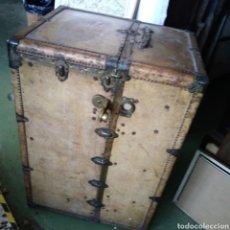 Vintage: BAUL MUNDO. AÑOS 30. ANTIGUO BAUL DE VIAJE.. Lote 135917990