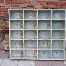 Vintage: CASILLERO ANTIGUO ESTILO INDUSTRIAL ESTANTERÍA ARCHIVADOR FICHERO DE IMPRENTA MUEBLE INDUSTRIAL. Lote 138618918