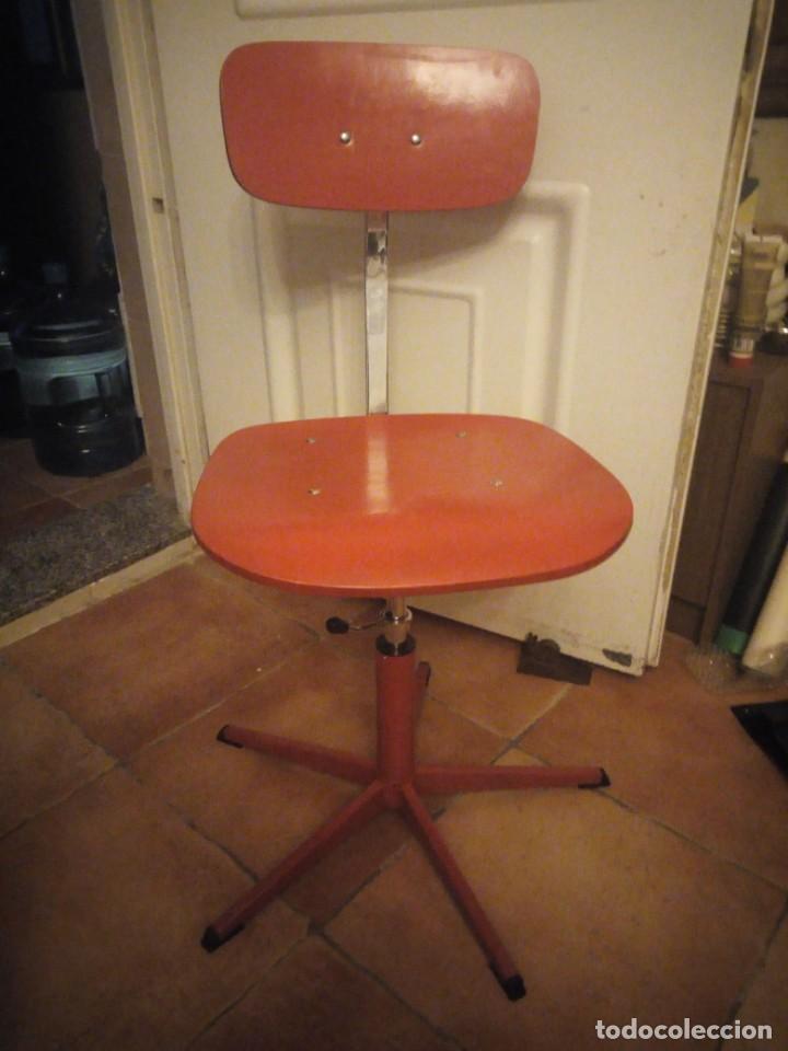 Vintage: Antigua silla de escritorio, acero y madera. Vintage - Foto 7 - 139032186