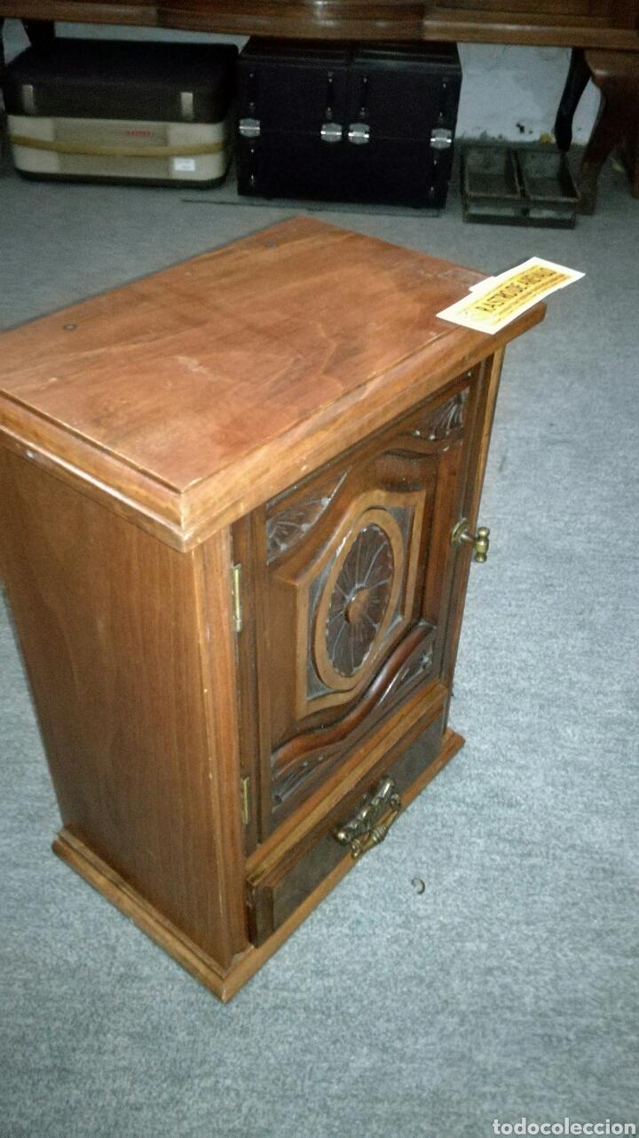 Vintage: Armario pequeño tallado muy bonito en buen estado LR - Foto 3 - 139687017