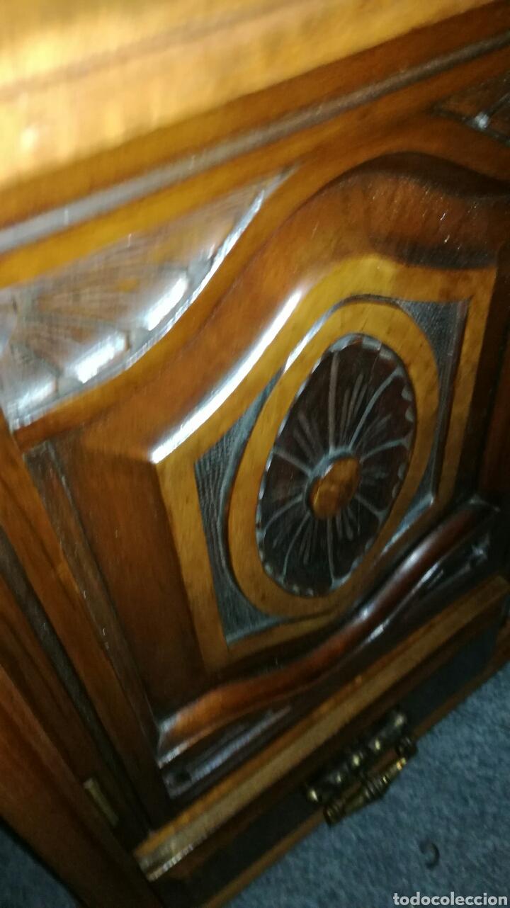 Vintage: Armario pequeño tallado muy bonito en buen estado LR - Foto 4 - 139687017
