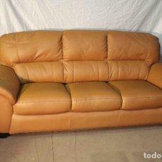 Vintage: SOFA TRES PLAZAS CUERO MARRON. Lote 140742138