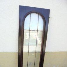Vintage: ANTIGUA PUERTA DE APARADOR CON VIDRIERA, TIRADOR Y BISAGRAS. Lote 142346242