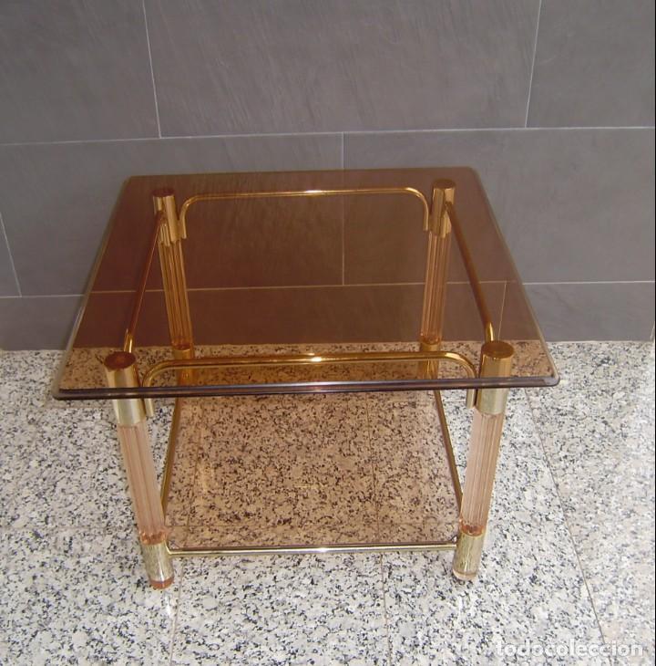 MESA CENTRO VINTAGE CON SOBRE DE CRISTAL Y PATAS DE METACRILATO. (Vintage - Muebles)