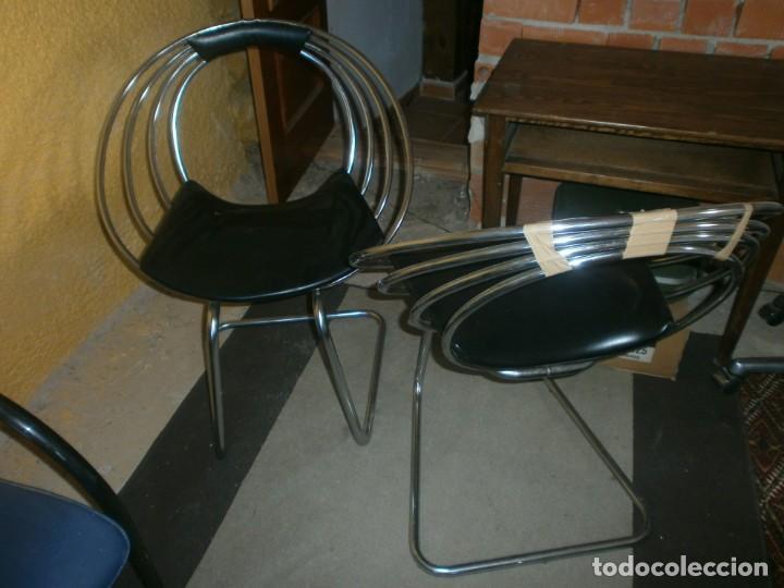 2 SILLAS DE DISEÑO OCHENTERO METAL CROMADO AROS SKAY NEGRO ALTURA 82 CM. ANCHO 64 (Vintage - Muebles)