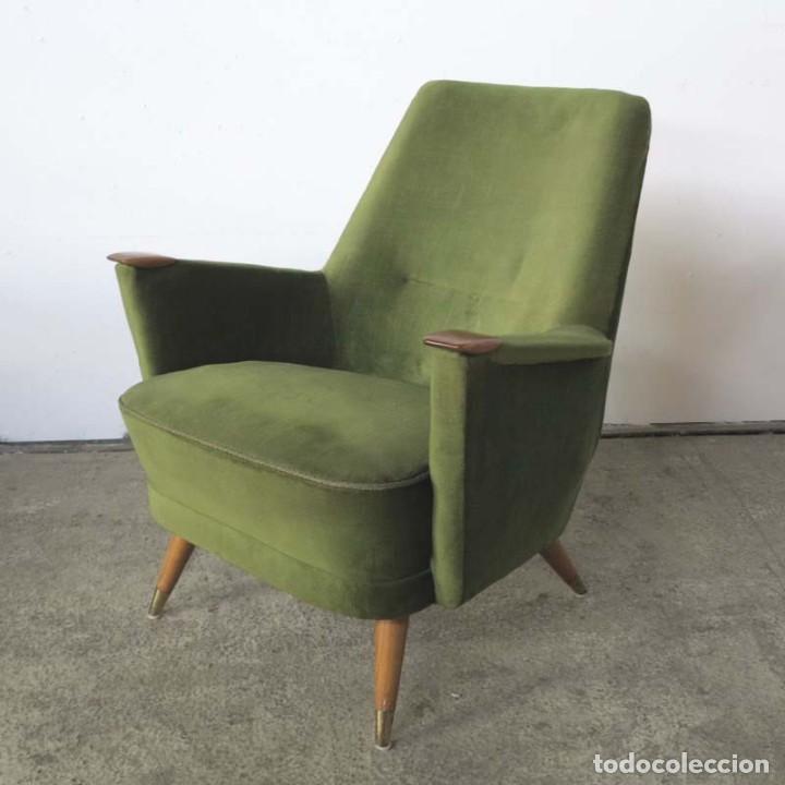 Vintage: Pareja de sillones vintage verdes con brazos de madera. 1950 - 1959 - Foto 2 - 155164914
