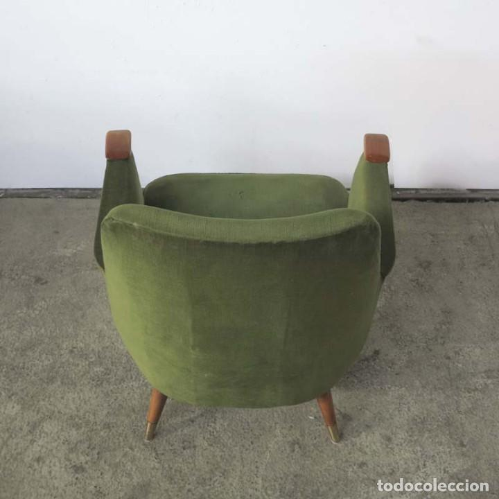 Vintage: Pareja de sillones vintage verdes con brazos de madera. 1950 - 1959 - Foto 6 - 155164914