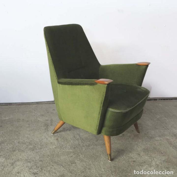 Vintage: Pareja de sillones vintage verdes con brazos de madera. 1950 - 1959 - Foto 7 - 155164914