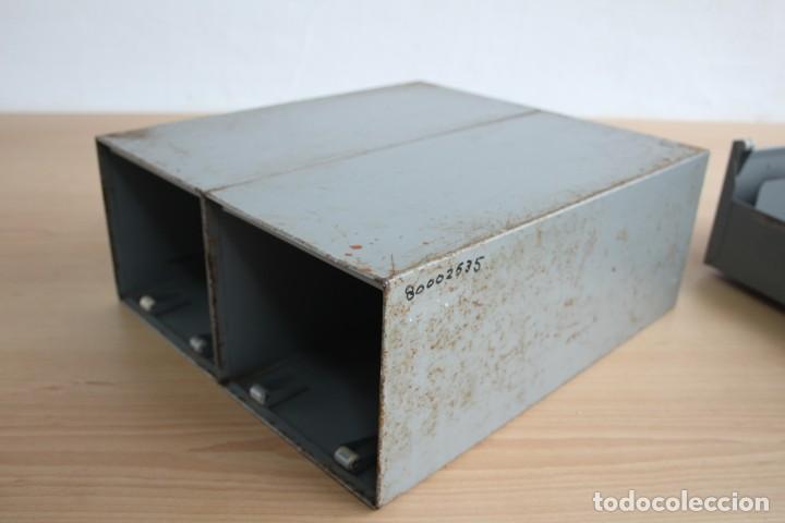 Vintage: Antiguo archivador metálico con dos cajones. Industrial. Años 60. - Foto 5 - 195386803