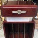 Vintage: BONITA MESA AUXILIAR PARA TELÉFONO Y REVISTERO, AÑOS 60, VINTAGE. Lote 157914424