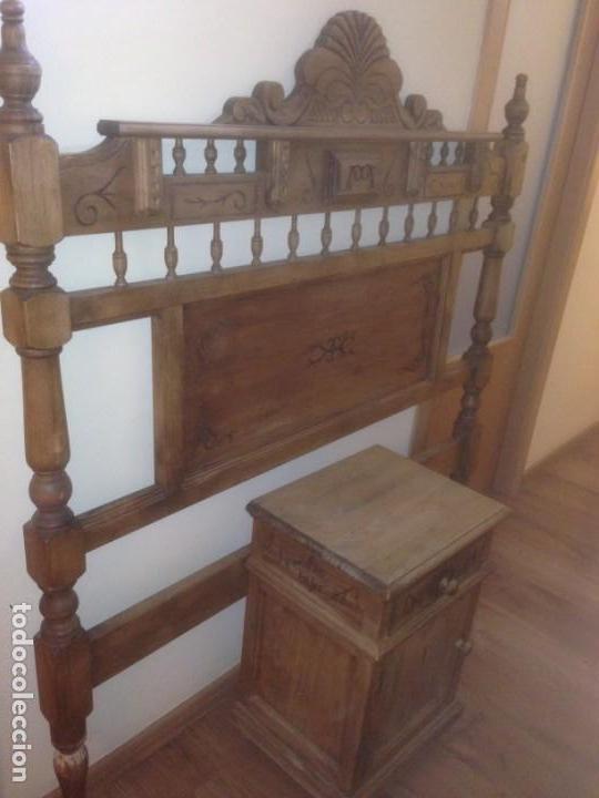 LOTE CABECERO Y MESITA MADERA TALLADA (Vintage - Muebles)