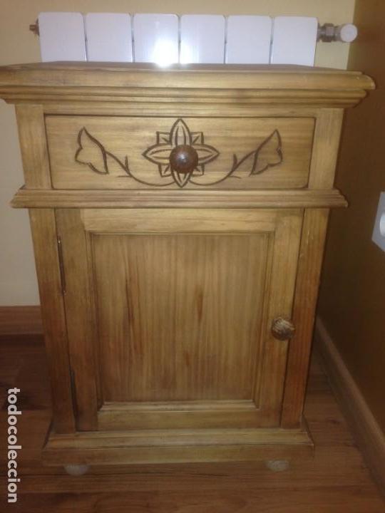 Vintage: Lote Cabecero y mesita madera tallada - Foto 3 - 159846370