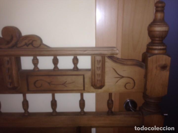 Vintage: Lote Cabecero y mesita madera tallada - Foto 6 - 159846370