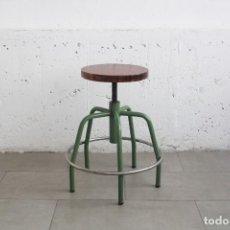 Vintage: TABURETE REGULABLE EN ALTURA, ASIENTO DE MADERA. INDUSTRIAL ESCOLAR TALLER.. Lote 161924918