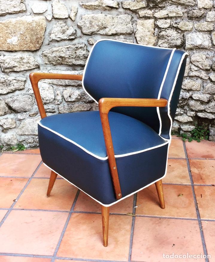 Vintage: Butaca, sofá, silla estilo escandinavo, nórdico.Midcentury. Azul marino blanco y caoba - Foto 2 - 170968908