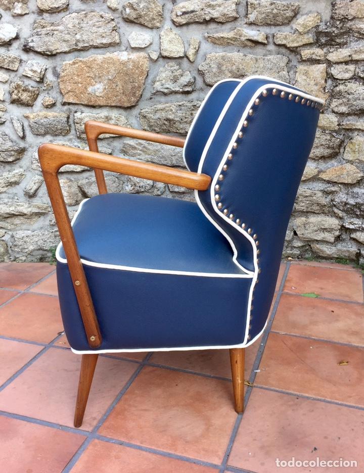 Vintage: Butaca, sofá, silla estilo escandinavo, nórdico.Midcentury. Azul marino blanco y caoba - Foto 4 - 170968908