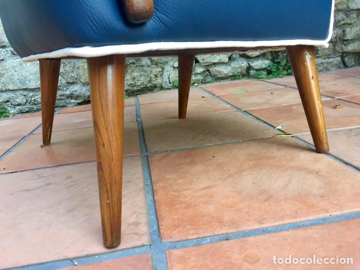 Vintage: Butaca, sofá, silla estilo escandinavo, nórdico.Midcentury. Azul marino blanco y caoba - Foto 5 - 170968908