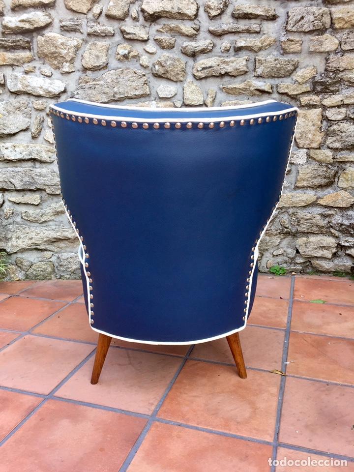 Vintage: Butaca, sofá, silla estilo escandinavo, nórdico.Midcentury. Azul marino blanco y caoba - Foto 6 - 170968908