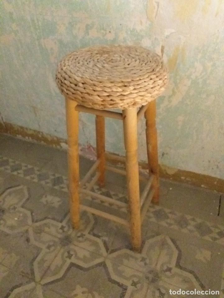 Vintage: Taburete vintage de madera con asiento de mimbre - Foto 2 - 171095609